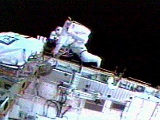Soichi Noguchi podczas spaceru kosmicznego