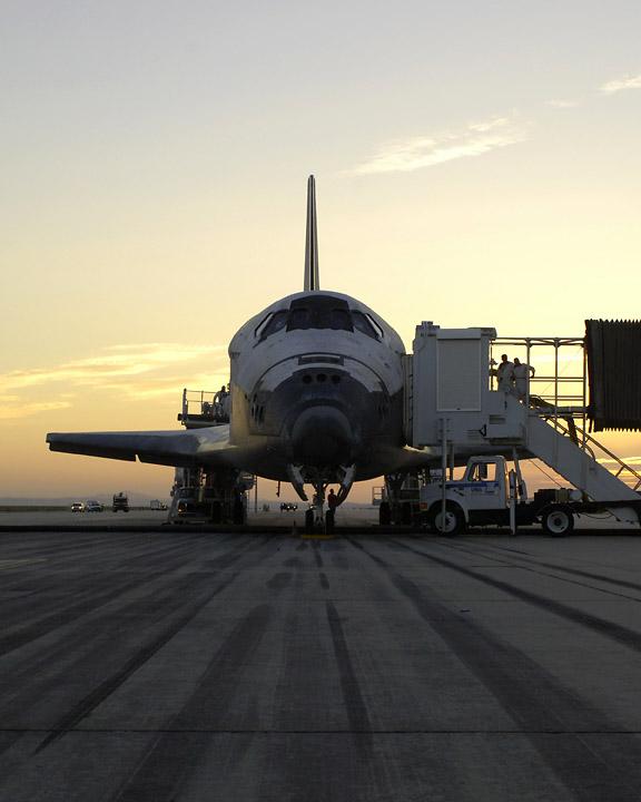 Discovery na pasie startowym w bazie Edwards