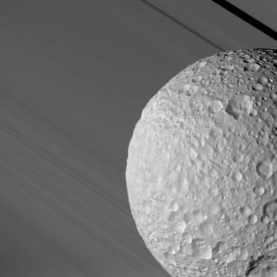 Mimas natle pierścieni Saturna
