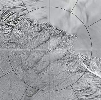 Enceladus - zbliżenie natygrysie pasy