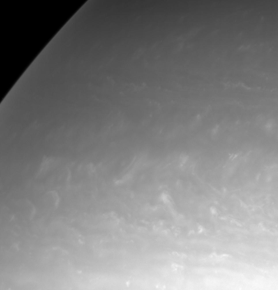 Chmury Saturna