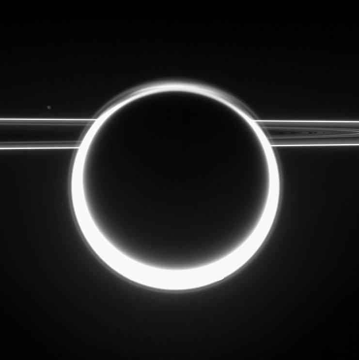 Tytan z pierścieniem świetlnym