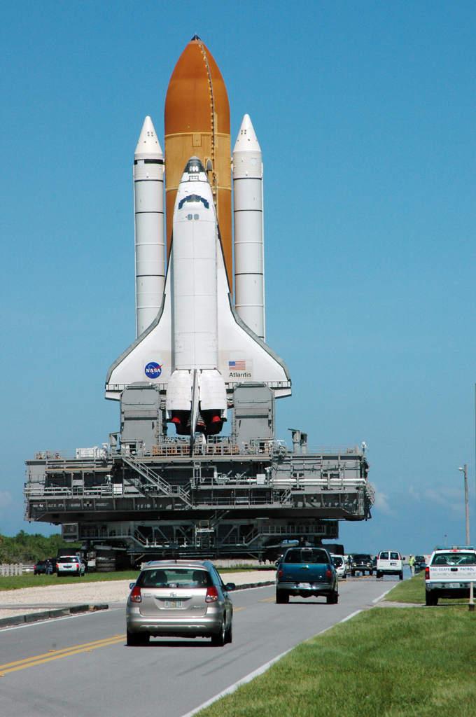 Atlantis zawraca na stanowisko startowe - STS-115