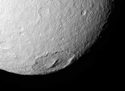 Krater Melantius na Tetydzie