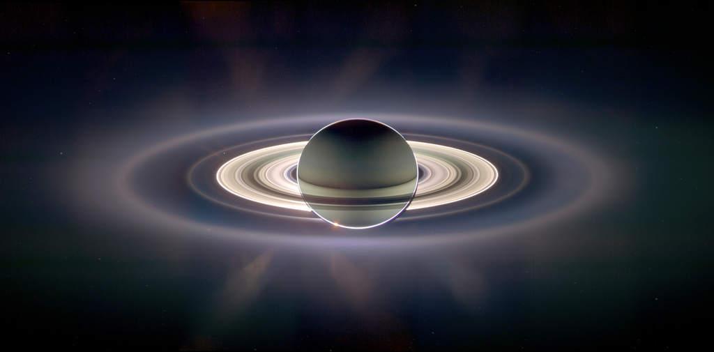 Saturn zaćmiewa Słońce