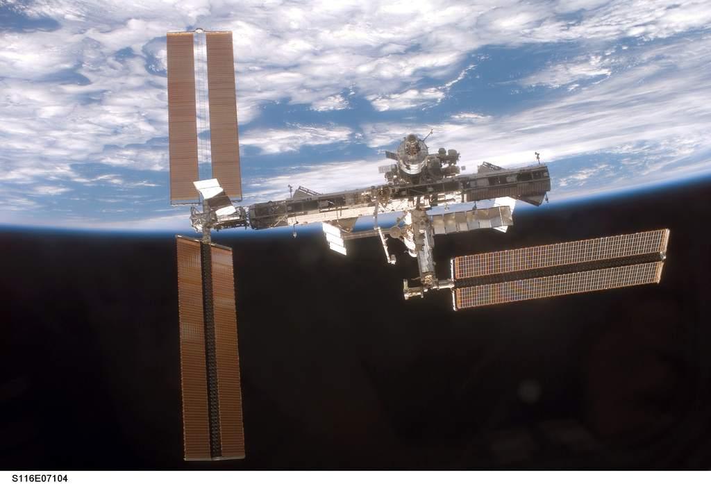 Stacja kosmicza widziana z Discovery po misji STS-116