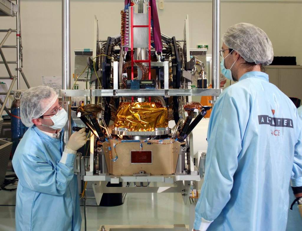Główne instrumenty pomiarowe sondy Planck