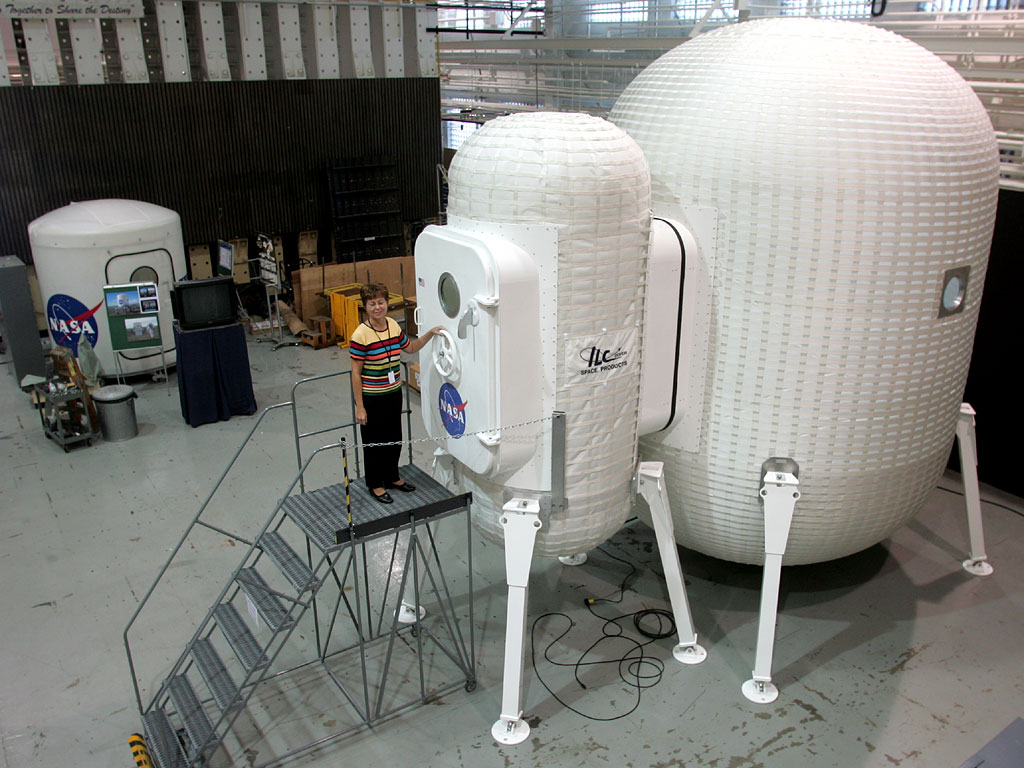 Prototyp bazy na Księżycu