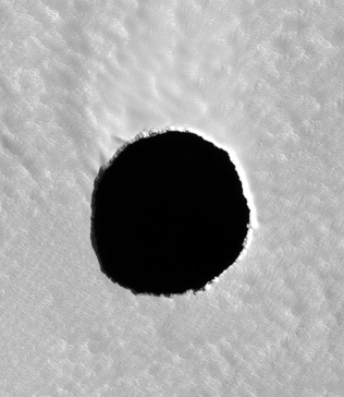 Ciemna kolista plama na Marsie