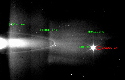 Zdjęcie 60 księżyca Saturna