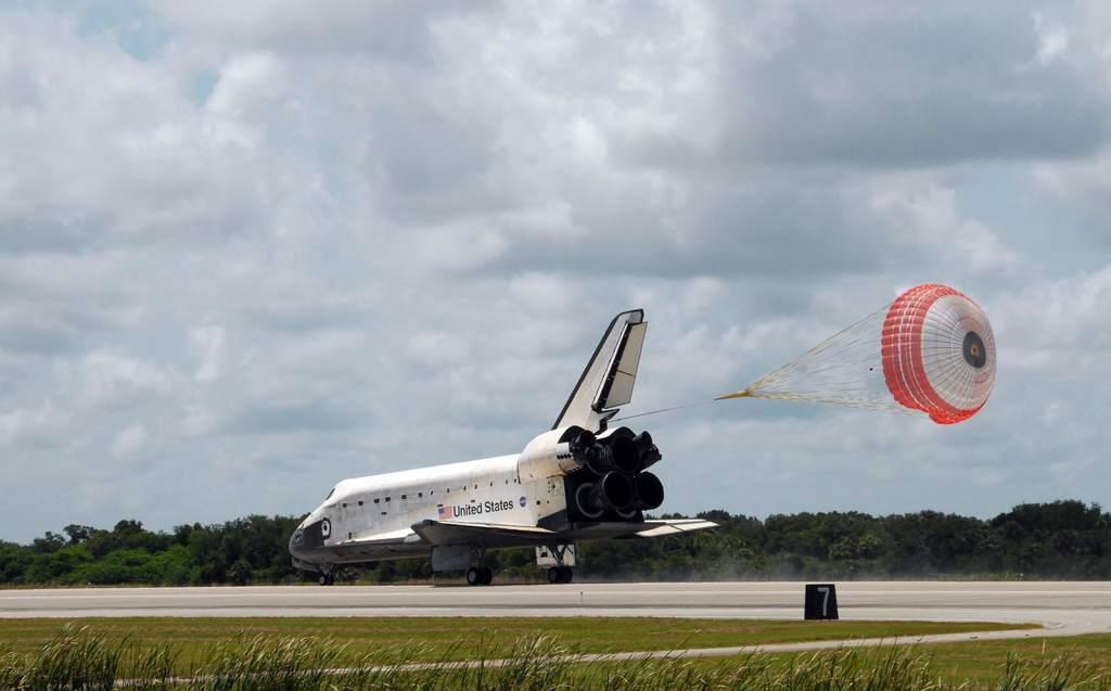Lądowanie promu kosmicznego Endeavour (STS-118)