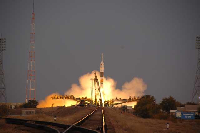 Sojuz TMA-11 wystartował