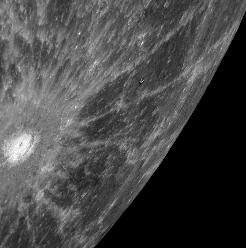 "Krater ""promienisty"" na Merkurym."