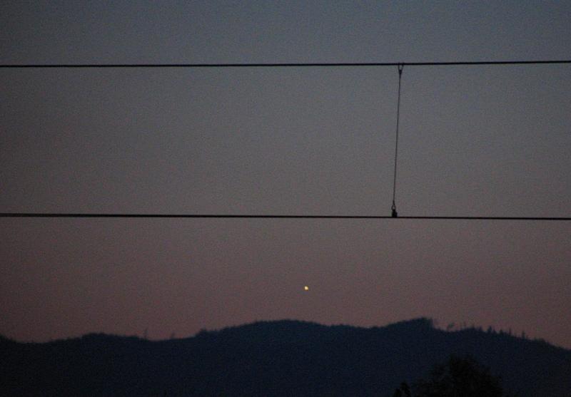 Wenus nad zachodnim horyzontem (z motywem kolejowym)
