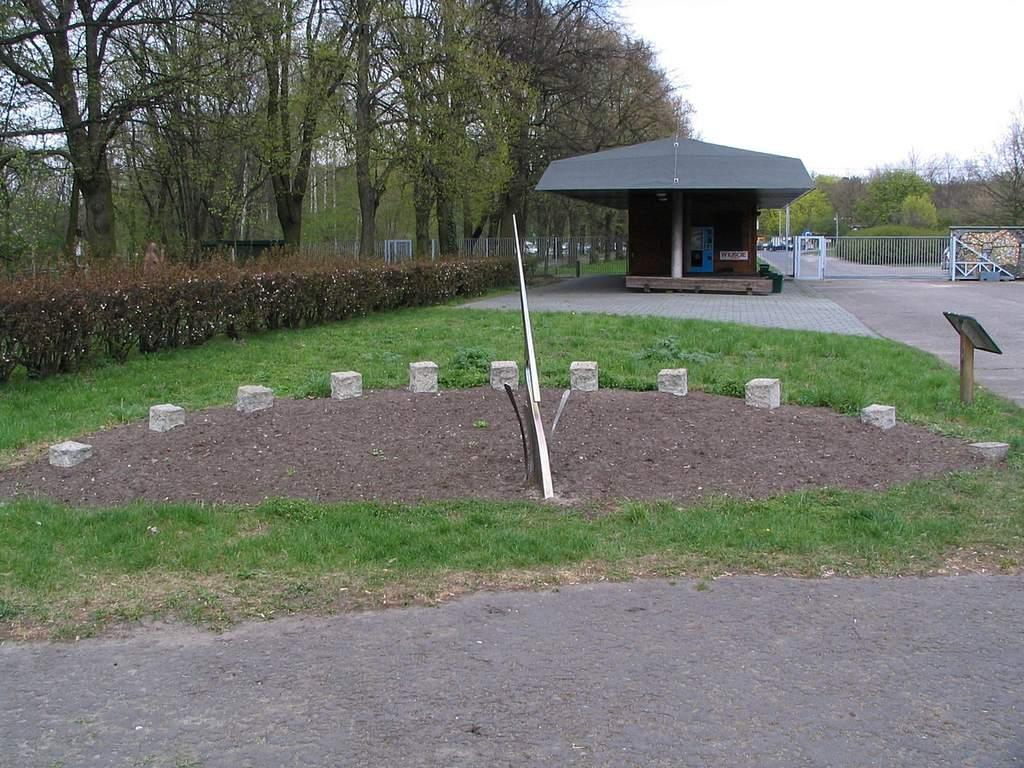 Ogród Botaniczny wŁodzi, zegar słoneczny (I)