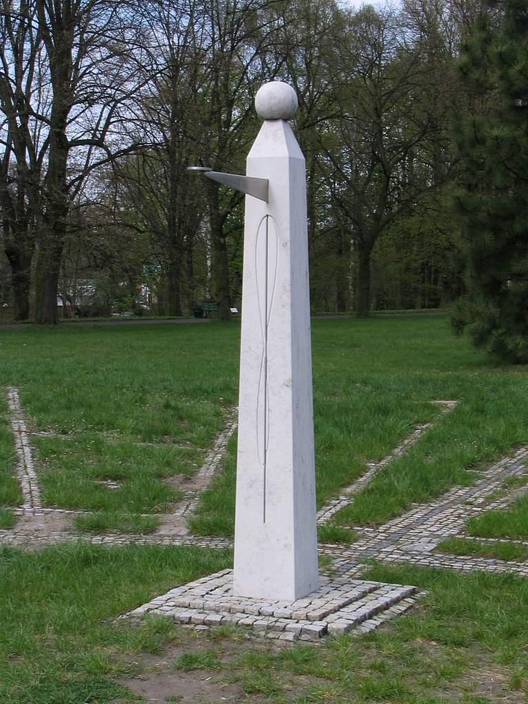 Ogród Botaniczny wŁodzi, zegar słoneczny (II)