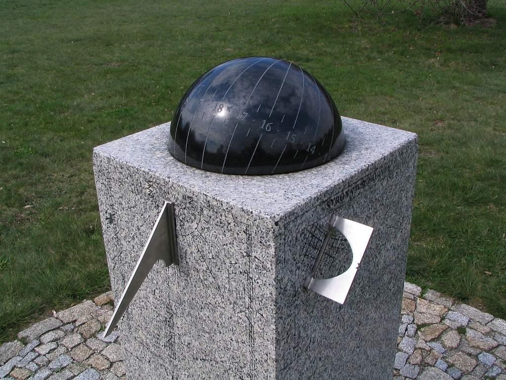 Ogród Botaniczny wŁodzi, zegar słoneczny (IV)