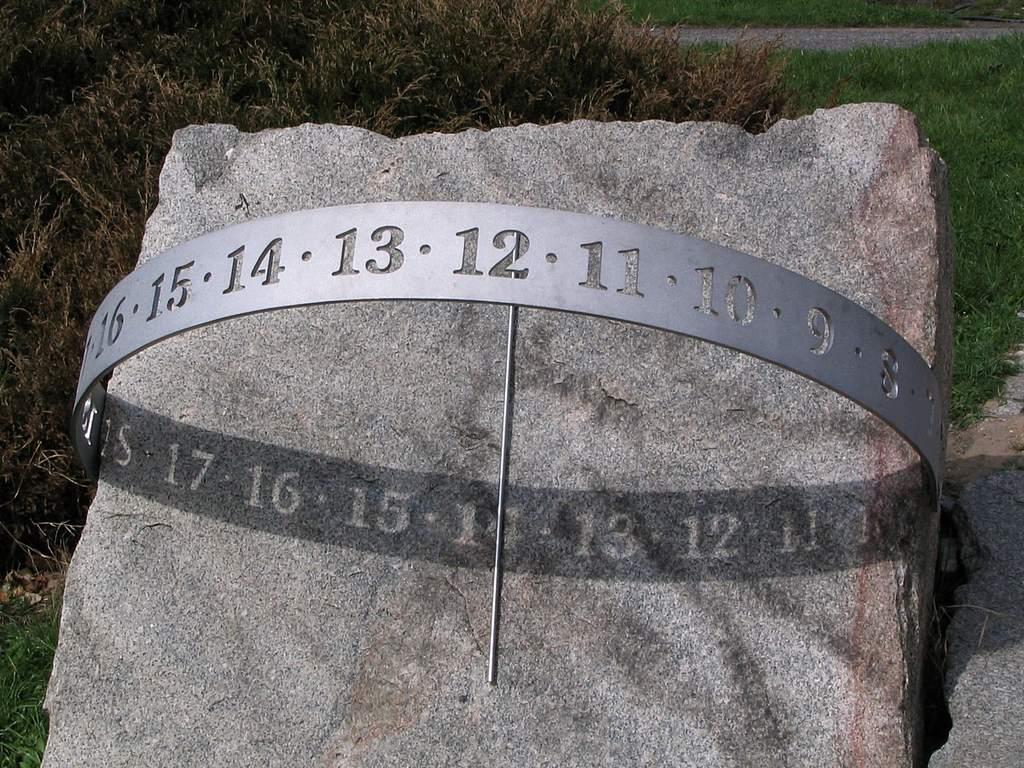 Ogród Botaniczny w Łodzi, zegar słoneczny (VIa)