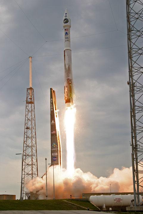 Atlas 5 startuje z LRO i LCROSS