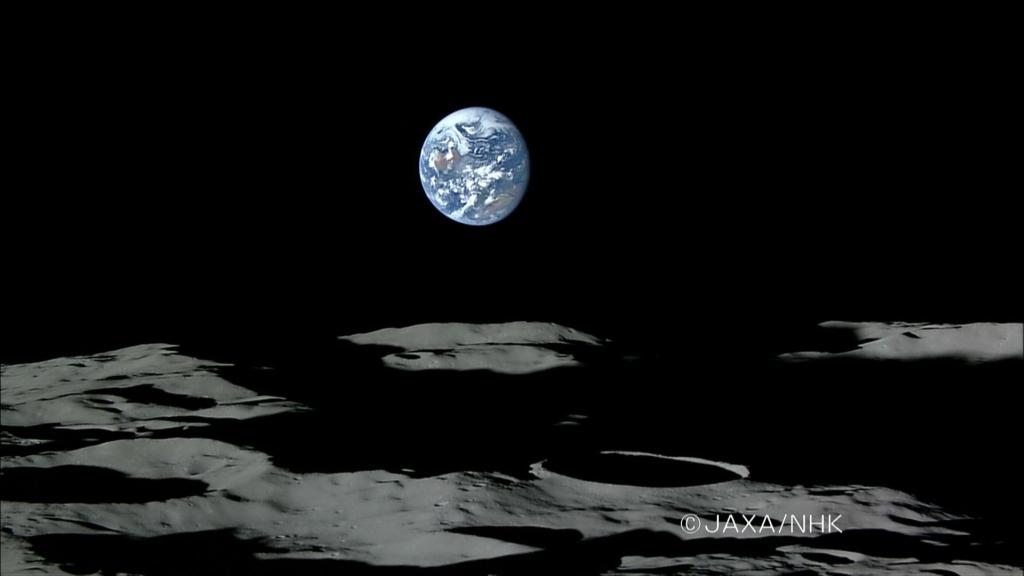 """""""Zachód Ziemi"""" nad powierzchnią Księżyca"""