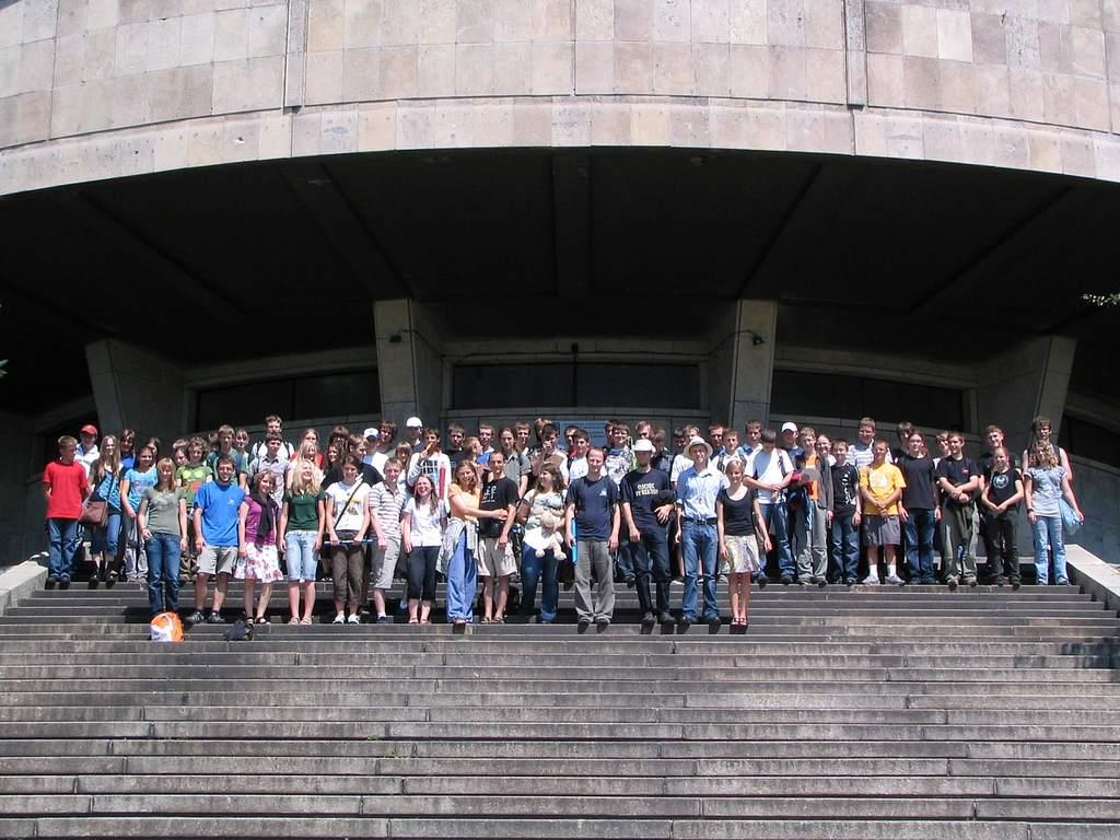 Uczestnicy obozu przed Planetarium