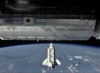 """""""Endeavour"""" zbliża się do MSK"""