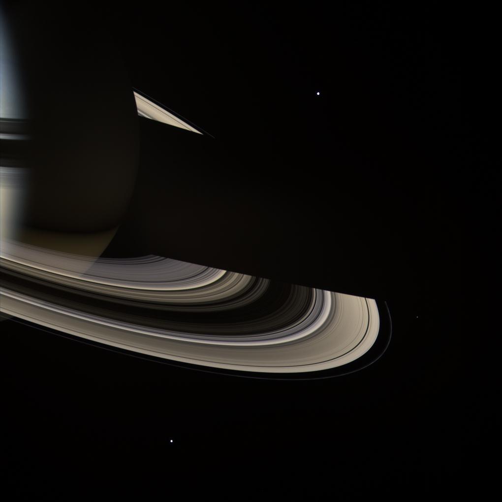 Saturn - ciemna strona