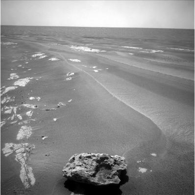 Marsjański krajobraz z meteorytem