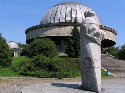 Planetarium, Obserwatorium, Pomnik