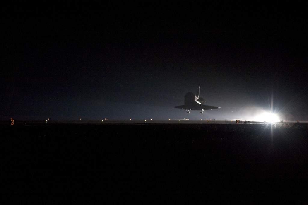 """STS-130, lądowanie promu """"Endeavour"""""""