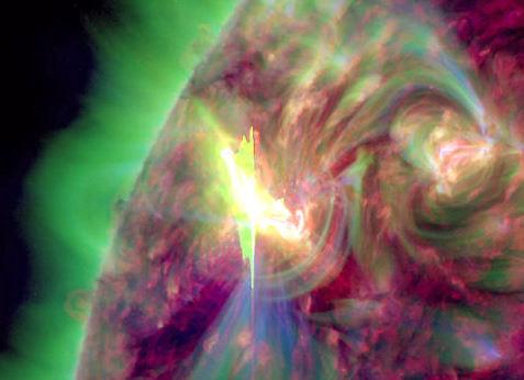 Słoneczna eksplozja z dnia 5 marca zarejestrowana przez satelitę SDO