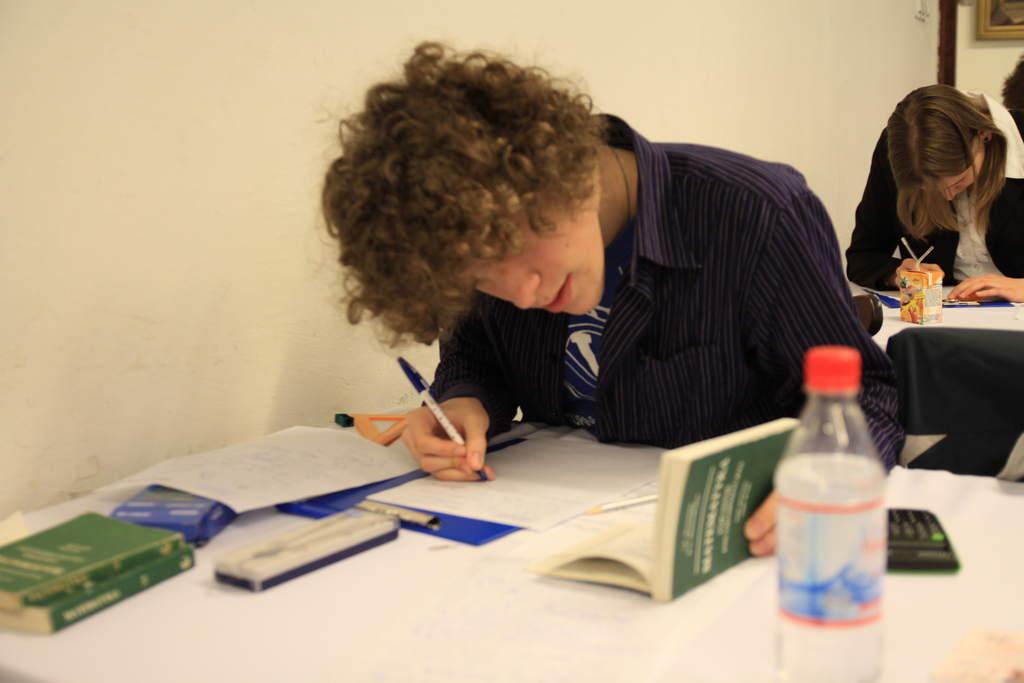 Finał LV OA - Filip Ficek podczas pisania