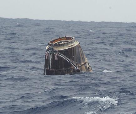 Dragon C2+ na powierzchni Pacyfiku