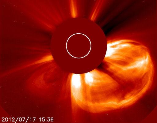 KWM zarejestrowany przez satelitę SOHO
