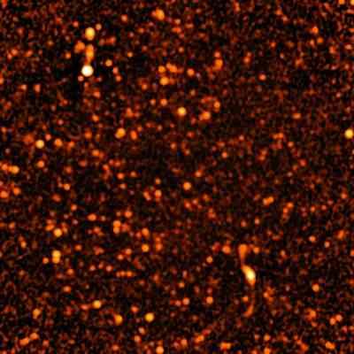 Źródła emisji radiowej wykryte w Smoku przez VLA
