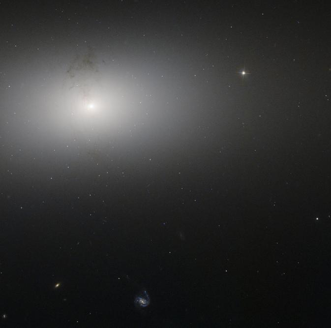 Galaktyka eliptyczna NGC 2768