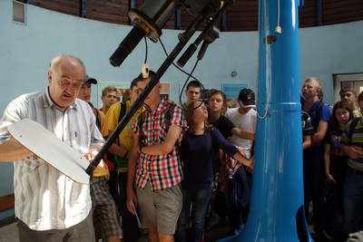 obóz dla młodszych 2013 - teleskop w planetarium
