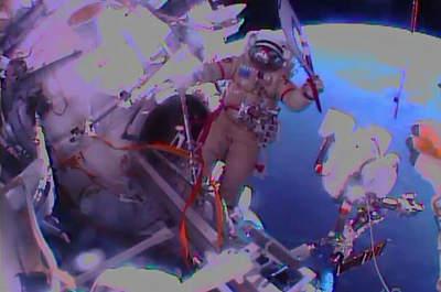 Znicz olimpijski podczas spaceru kosmicznego