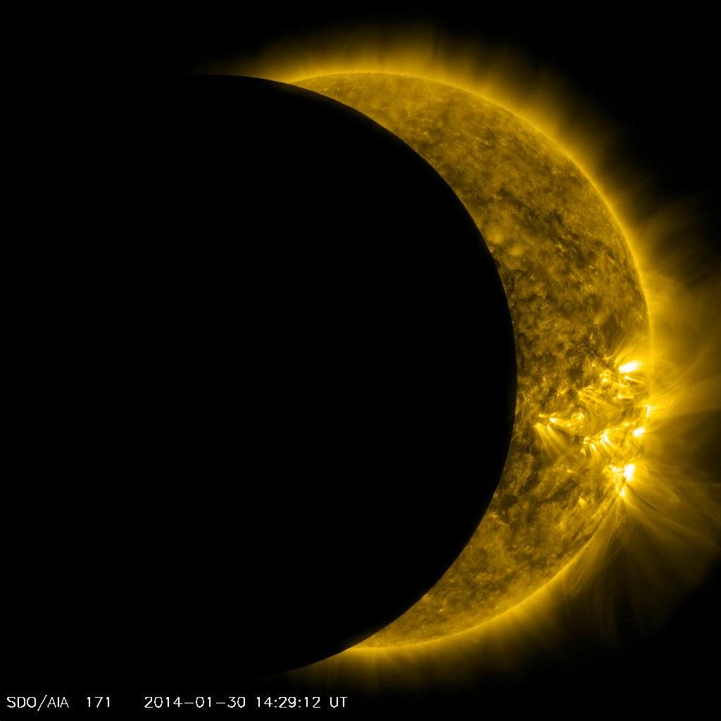 Częściowe zaćmienie Słońca widziane przez sondę SDO