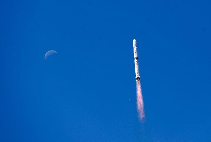 Start rakiety Chang Zheng-4B z Heweliuszem na pokładzie