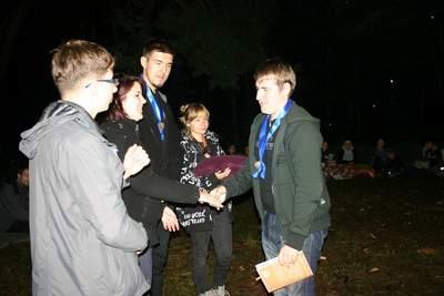 Obóz dla starszych 2014: Olek odbiera nagrodę za I miejsce w Obozowej Olimpiadzie Matematycznej
