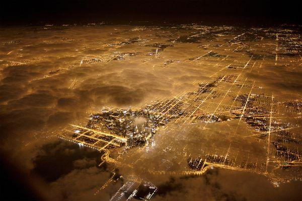 Zanieczyszczenie świetlne nad Paryżem -- fot. Jim Richardson
