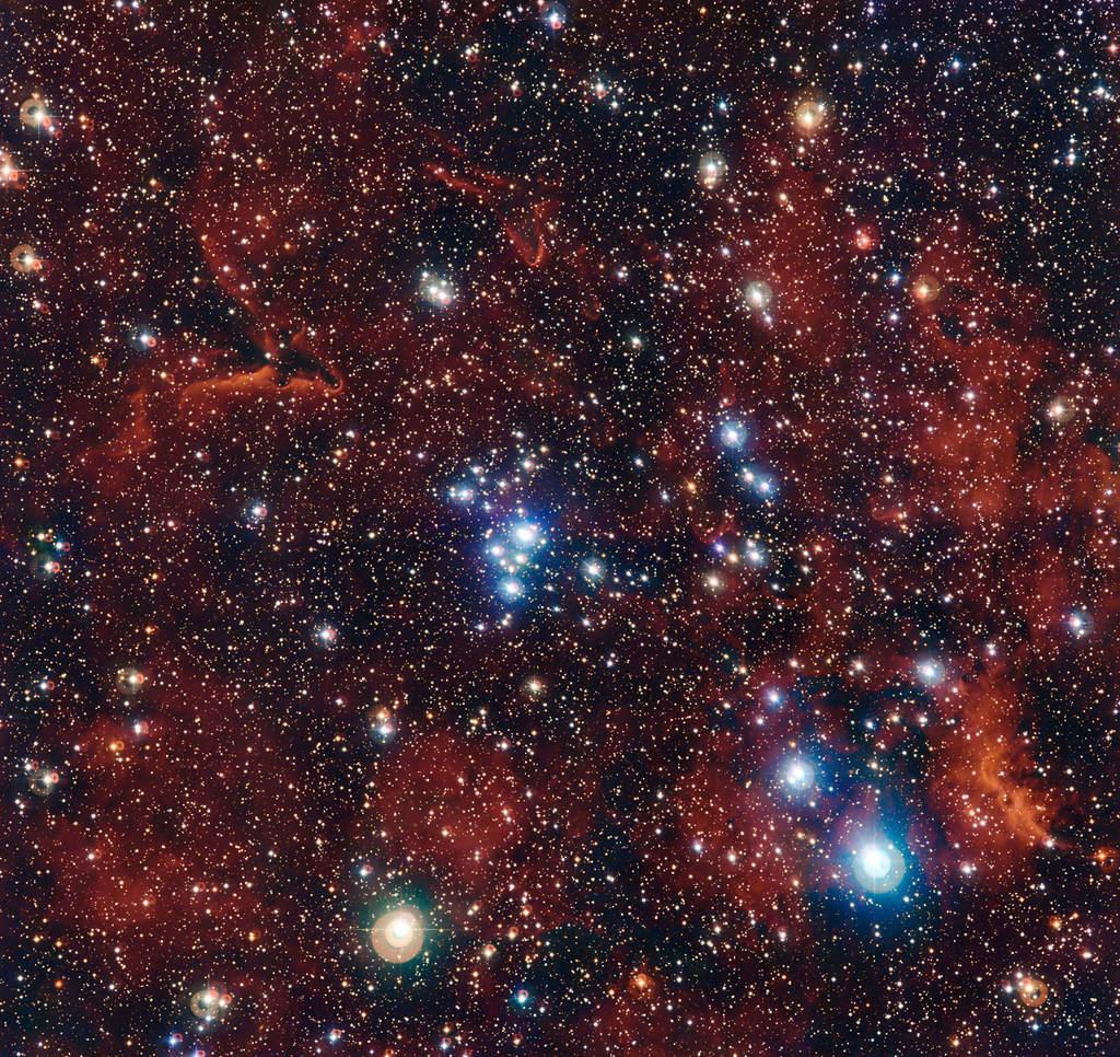 Zdjęcie ukazuje niezwykłe bogactwo barw gromady otwartej znanej jako NGC 2367. Wykonano je przy pomocy kamery WFI przymocowanej na stałe do 2,2-metrowego teleskopu MPG/ESO znajdującego się w Obserwatorium La Silla w Chile.