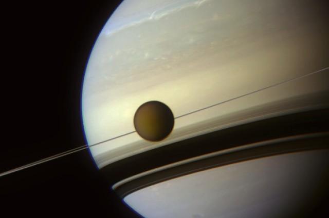 Saturn i jego księżyc - Tytan