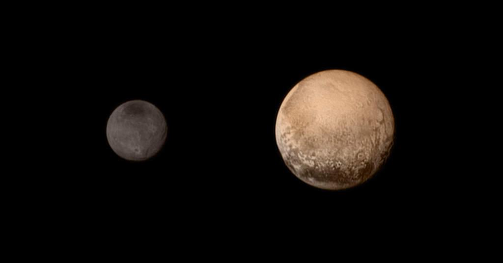 Pluton i Charon w kolorze z 11 lipca