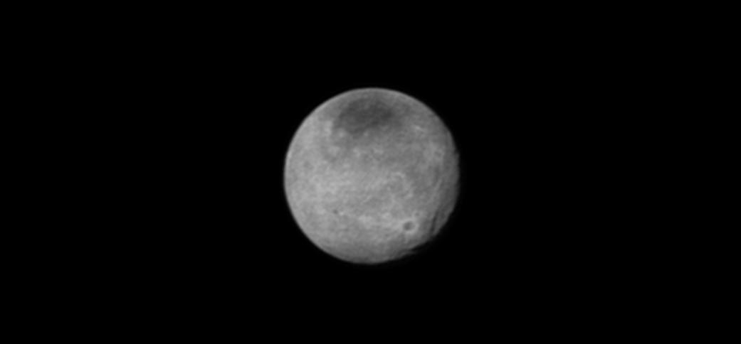Sieć rozpadlin i szczelin widocznych na powierzchni Charona