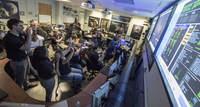 Kontrolerzy lotu New Horizons po otrzymaniu potwierdzania od sondy