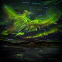 Zorza polarna nad Islandią.