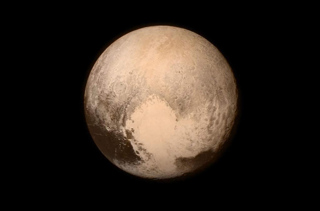 Pluton uchwycony przez sondę New Horizons w lipcu 2015 roku.