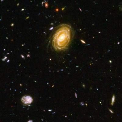 Zdjęcie odległych galaktyk, w których powstają gwiazdy.